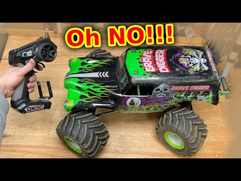 Grave Digger RC Monster Truck has a problem